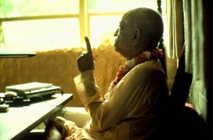 Srila-Prabhupada-preaching-and-pointing-up-with-his-finger-hari-krishna-crop