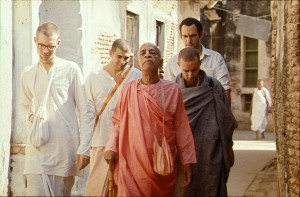 Srila-Prabhupada-walks-through-Vrindavan-with-Disciples